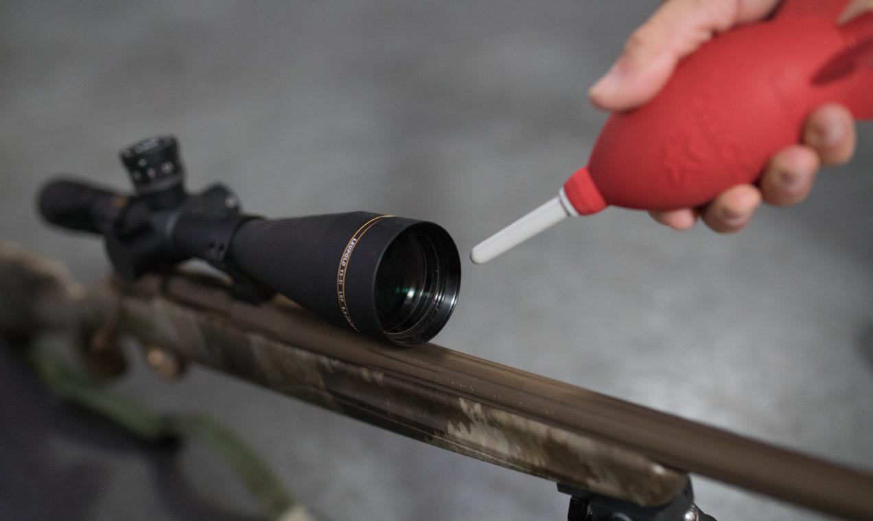 Blowing air on Leupold riflescope